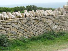 Dry stone wall at Durlston Country Park, Swanage, Dorset, UK. Photo: http://wherebeechmastfalls.blogspot.com.es/2011_05_01_archive.html