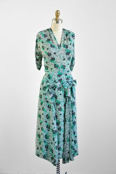 1930s dress / 30s dress / bow print dress / Green and White Novelty Print Dress with Large Bows