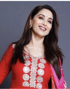 Unseen Images of Madhuri Dixit, Actress Madhuri Dixit Images - 99 Bollywood Images Indian Film Actress, Indian Actresses, Top 10 Bollywood Actress, Bollywood Celebrities, Celebrity Fashion Looks, Celebrity Makeup, Bollywood Images, Hd Wallpapers For Mobile, Madhuri Dixit