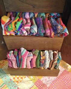 Socks Susan B. Anderson: Sock Report including a Formula for Men& Socks And if m. Susan B. Anderson: Sock Report including a Formula for Men& Socks And if my daughter ever tells me i have gone over the edge knitting socks i will show her this! Easy Knitting, Knitting Socks, Knitting Patterns Free, Sock Bubbles, Susan B Anderson, Circular Knitting Machine, Crochet Socks, Sock Yarn, Men's Socks