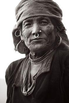 Stunning Portraits of an Isolated Himalayan Region – Fubiz Media