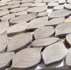 How to Mosaic and make beautiful objects for home and garden: How to Mosaic Using Ceramic Leaf shapes Mosaic Pots, Mosaic Diy, Mosaic Garden, Mosaic Crafts, Mosaic Projects, Mosaic Glass, Mosaic Tiles, Glass Art, 3d Projects