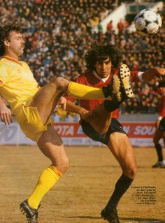 John Wark of Liverpool and Hugo Villaverde of Independiente. Intercontinental Cup final, Tokyo 9th December 1984.