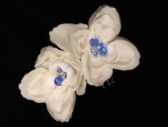 This 100% Ossai set of 2 hair flowers come in an Ossai box!  These silk hair flowers are adorned with blue Swarovski crystals. A great way to add the perfect touch of elegance to your wedding day look!  Now up to 90% Off Retail! #ossai