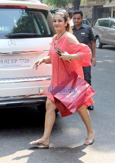 Raveena Tandon snapped in Mumbai Indian Actress Hot Pics, Indian Bollywood Actress, Beautiful Bollywood Actress, Most Beautiful Indian Actress, Bollywood Fashion, Indian Actresses, Hot Actresses, Bollywood Images, Bollywood Celebrities