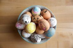 Still need a cute idea for Easter eggs this year? Fear not! We have a few looks that are not only easy-to-do, they're actually quite stylish and fun. Find seven ideas you could do with your family this holiday weekend quickly (but not look like you did a rush-job)!