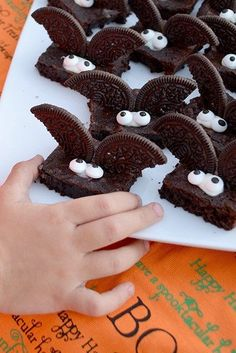 """I've Gone Batty"" Halloween Brownies - - halloween desserts Plat Halloween, Halloween Party Snacks, Halloween Goodies, Halloween Birthday, Halloween Crafts, Halloween Cupcakes, Adult Halloween, Halloween Dessert Recipes, Scary Halloween Treats"