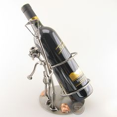 This wine bottle holder will always remind you of what it's like when you have drunk too much. (Delivery excludes wine bottle)