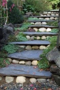 15 Awesome DIY Garden Steps and Stairs - DIY Garten Landschaftsbau Garden Paths, Garden Landscaping, Landscaping Ideas, Backyard Walkway, Diy Garden, Hillside Garden, Garden On A Hill, Steep Backyard, Natural Landscaping