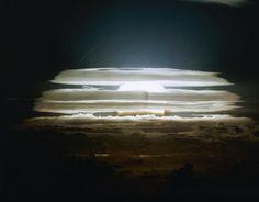 H-bomb test; radioactive clouds at the Bikini Atoll on May (AP Photo) Bomba Nuclear, Nuclear Test, Nuclear Bomb, Nuclear Energy, Radio Activa, Einstein, Manhattan Project, E Mc2, Island Nations