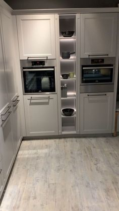 Country kitchen at the kitchen partner Country style Cascada in stone gray Nb. 🌷 Country kitchen at Kitchen Room Design, Kitchen Cabinet Design, Interior Design Kitchen, Diy Kitchen, Kitchen Storage, Kitchen Decor, Kitchen Cabinets, Kitchen Appliances, Kitchen Ideas