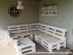 Loungebank pallets wit: Industrieel Tuin door Meubelen van pallets Lounge bench pallets white: Industrial Garden by Furniture of pallets Diy Pallet Projects, Pallet Ideas, Wood Projects, Pallet Garden Furniture, Outdoor Furniture, White Furniture, Furniture Plans, Bench Furniture, Pallets Garden