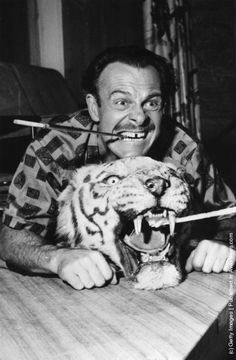 60 Meilleures M/Rad/Port/Thomas/Terry Photos et images Cat People, Funny People, Terry Thomas, Human Pictures, Middle Aged Man, Star Wars, Comedy Tv, Iconic Movies, Sports Stars