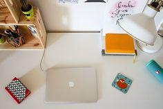 Conheça os detalhes da vida como nômades digitais e o home office de Debbie Corrano, do blog Pequenos Monstros.