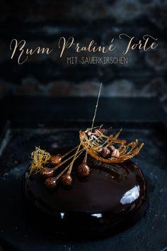 Seelenschmeichelei - Rum Praliné Torte mit Sauerkirschen
