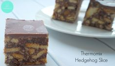 This Thermomix Hedgehog Slice is dangerously easy to put together. It's a little bit different to the classic Hedgehog Slice recipe as it uses condensed milk and doesn't contain walnuts, however that doesn't stop you from adding them if you like! No Bake Slices, Bellini Recipe, Thermomix Desserts, Biscuit Cake, Square Cakes, Cake Tins, Christmas Baking, Christmas Recipes, Melting Chocolate