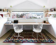A luz no ambiente de trabalho!  https://www.homify.pt/livros_de_ideias/35216/transforme-o-seu-escritorio-com-o-mobiliario-certo  #interiores #escritório #homify