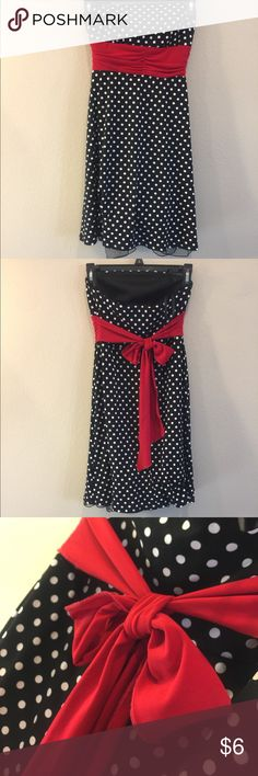 polka dot strapless dress Very comfortable, strapless, but stays up well. No signs of wear, ties around the back. Dresses Strapless