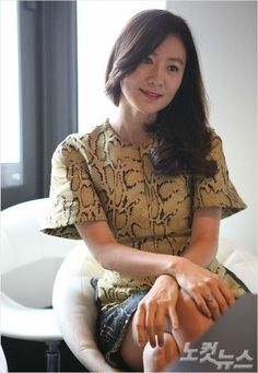 Kim Hee-ae (김희애) - Picture @ HanCinema :: The Korean Movie and Drama Database Korean Actresses, Character Inspiration, My Idol, Fangirl, Drama, Ruffle Blouse, Movie, Queen, Female