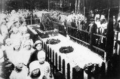 Траурный митинг по ингерманландским большевикам, погибшим в 1919 г. Кладбище в Верхних Никулясах. 28 июля 1922