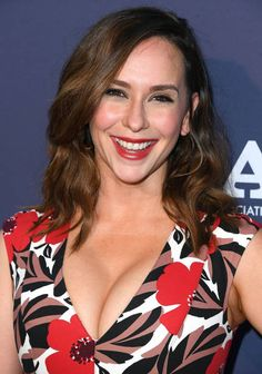Jennifer Love Hewitt arrives at the FOX Summer TCA 2018 All-Star Party at Soho House on August 2018 in West Hollywood, California. Hottest Female Celebrities, Beautiful Celebrities, Beautiful Actresses, Beautiful Women, Celebs, Jennifer Love Hewitt Young, Jennifer Garner, Jennifer Amor, Jeniffer Love