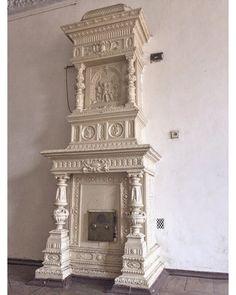 Шикарная окрашенная изразцовая печь, примерно 1911 год. Eslava, Pillar Design, Stove Heater, Gothic Furniture, Wood Fireplace, How To Antique Wood, Decoration, Old Houses, Interior Decorating
