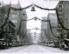 A beautiful photo of downtown Des Moines, Iowa during Christmas, 1931 Old Time Christmas, Old Fashioned Christmas, Christmas Past, Christmas Lights, Christmas Holidays, Xmas, Winter Holidays, Vintage Christmas Photos, Retro Christmas