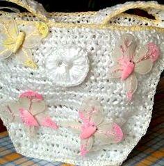 white summer,borsa in plastica lavorata all'uncinetto