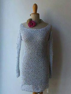 Vestitino in crochet lavorato con un filo di cotone e paillettes