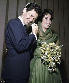 Fisher with Elizabeth Taylor on their wedding day in 1959