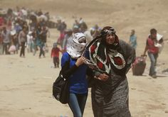 Syrian refugees cross into Iraq  Aug. 20, 2013. (AP Photo/Hadi Mizban)