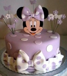 Minnie Mouse cake has become a cherished birthday wish for every child. The beautiful appearance and wonderful designs of that cake makes a fancy birthday Mini Mouse Birthday Cake, Baby Birthday Cakes, Minnie Birthday, Girls 2nd Birthday Cake, Bolo Minnie, Minnie Cake, Minni Mouse Cake, Gateau Baby Shower, Birthday Cake Decorating