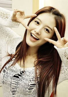 JaeKyung - RAINBOW. Reddish brown hair with beautiful pink highlights.