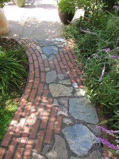 38 DIY Garden Paths and Walkways Ideas for Backyard Diy Garden, Dream Garden, Garden Paths, Recycled Garden, Garden Sheds, Garden Art, Path Ideas, Walkway Ideas, Walkway Designs