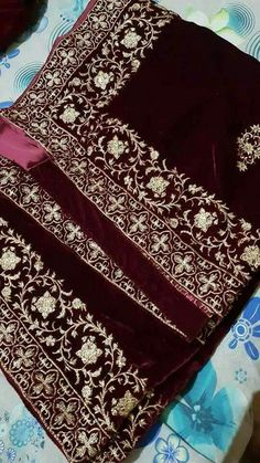 Velvet Shawl – Libas-e-Khaas Zardozi Embroidery, Embroidery Suits, Hand Embroidery Designs, Saree Gown, Lehenga, Sari, Velvet Dress Designs, Saree Floral, Velvet Shawl