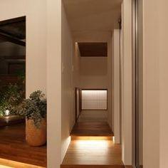 三角の吹抜けのあるチークの家  ( 奥沢の家 )の部屋 和室へのアプローチ