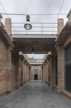 Galería de Centro Cultural Caixa Forum Barcelona / Arata Isozaki - 5