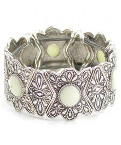 Pulseira coroa de flores sem fecho, feita com elastico ajustavel ao pulso, com pedras de varias cores emolduradas com metal, banhado a ouro ou prata, pulseiras lindas para você ficar ainda mais linda com as combinações de roupas e cores que poderá fazer com elas. R$21,99