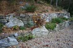 Mortarless Fieldstone Wall, Thick Stack and large boulders