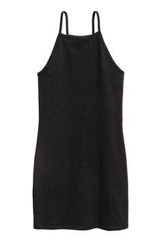 Een korte, nauwsluitende jurk van katoenen tricot met smalle schouderbandjes.