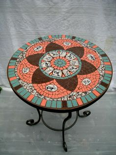 שולחנות - צרופים סטודיו לפסיפס - Picasa Web Albums Mosaic Outdoor Table, Mosaic Tile Table, Mosaic Coffee Table, Outdoor Tiles, Mosaic Art, Mosaic Glass, Mosaics, Tile Crafts, Mosaic Crafts