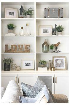 Styling Bookshelves, Decorating Bookshelves, Bookshelf Design, Bookshelf Ideas, Bookcases, Built In Shelves Living Room, Living Room Shelf Decor, Bookshelf In Kitchen, Dining Room Shelves