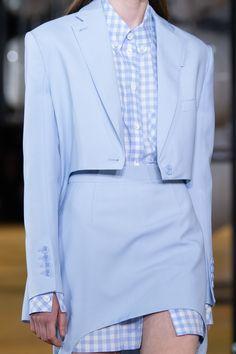 Burberry Spring 2020 Ready-to-Wear Collection - Vogue High Class Fashion, Fashion Week, Fashion 2020, Paris Fashion, Runway Fashion, Fashion Show, Fashion Outfits, Vogue Paris, Mode Costume