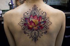 Татуировка лотос цветной в стиле реализм с узором на спине