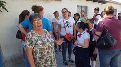 <p>Chihuahua, Chih.- Un grupo de padres de familia de la escuela primaria Club de Leones ubicada en la colonia Cerro de la Cruz se manifestaron y cerraron