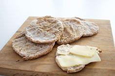 Hämmentäjä: Oat and barley flat bread. Perfect for a cold winter day. Kaura-ohrarieskat ovat täydellistä pakkaspäivän ruokaa!