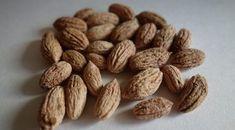 Nu mai arunca sâmburii de măsline, au o proprietate unica foarte folositoare. Grecii nu-i arunca niciodata! Olive Seeds, Natural Remedies, Almond, Health Fitness, Healthy Recipes, Healthy Food, Medical, Products, Folklore