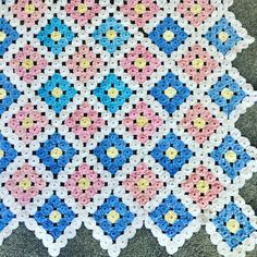 Bed Quilt Patterns, Yo Yo Quilt, Beaded Shoes, Jacob's Ladder, Crochet Quilt, Quilt Bedding, Fabric Crafts, Table Runners, Embroidery