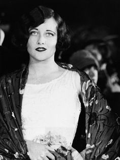 Joan attends a premiere at Grauman's, 1925