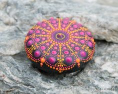Mandala stone, hand painted - Mandala Stones **Love this pattern, and the colours... gorgeous layout!